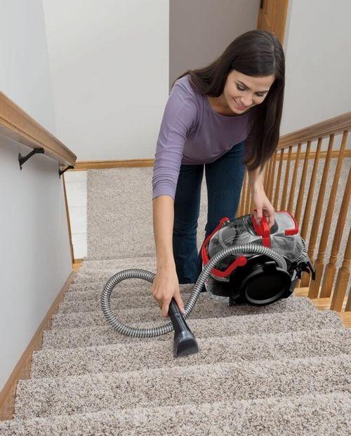 nettoyer-escalier-avec-tapis