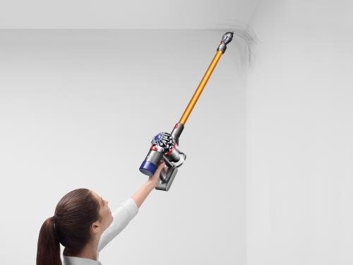 Aspirateur-Dyson-V8-Absolute-nettoyage-plafond